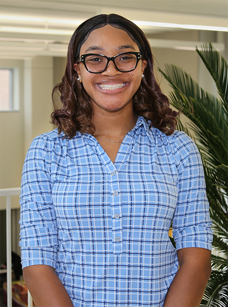Photo of Basirat Olorunlambe, top poster winner for the 2020 Birla Carbon Scholars